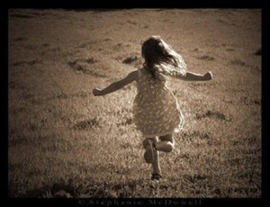 bambini-corrono-nel-prato4