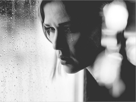 donna piange3.jpg